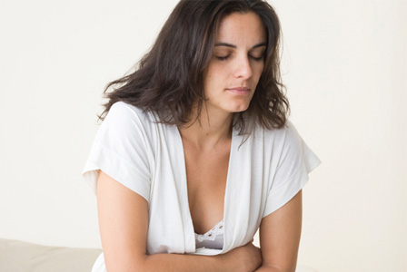 woman-with-stomach-pain-horiz