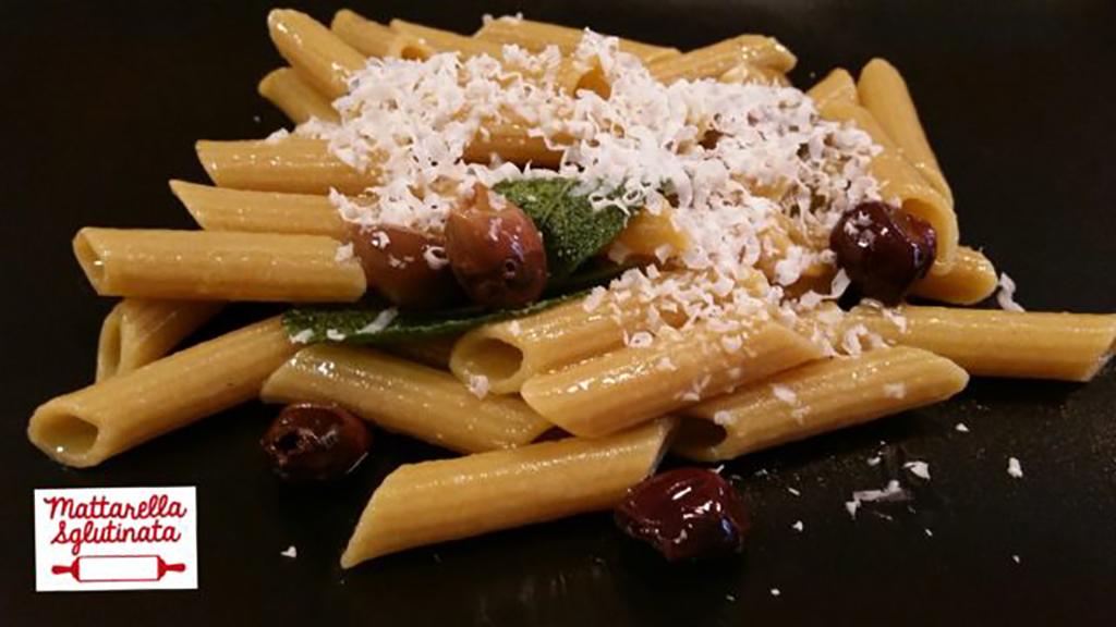 Penne al Teff con Olive Taggiasche e Ricotta Salata