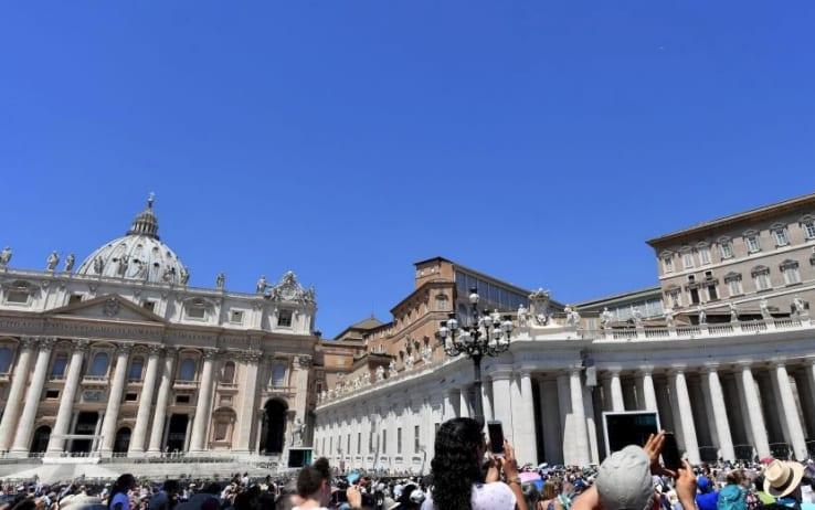"""Dal Vaticano lettera ai vescovi: """"L'ostia senza glutine non è valida"""""""