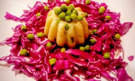 Tortini di polenta bianca ai piselli e cavolo viola