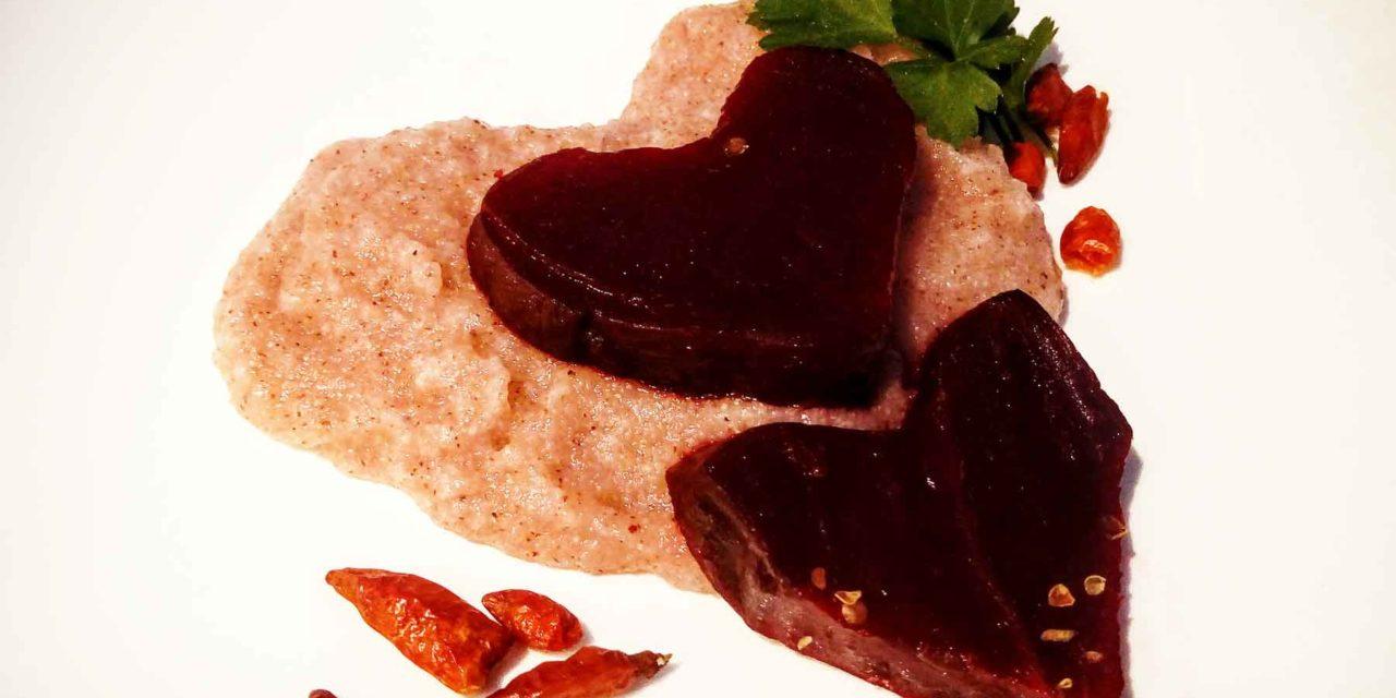 Polenta di riso rosso al peperoncino con cuore di barbabietola rossa