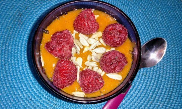 Crema di albicocche con lamponi e semi di zucca